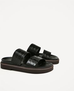 Image 7 of EMBOSSED FLAT LEATHER SANDALS from Zara