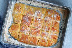 Rotfruktbröd i långpanna är ett lättbakat bröd som uppskattas av alla i familjen! Att använda rotfrukter i bröd bidrar både till saftighet och smak. Lasagna, Ethnic Recipes, Lasagne