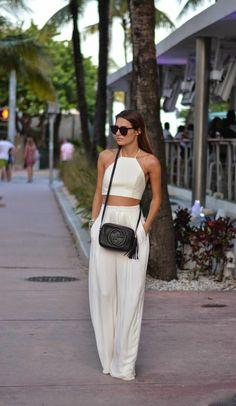 Pin de brooke girardi em fashionista fashion, vacation style e white two pi Street Style Outfits, Casual Outfits, Cute Outfits, Miami Outfits, Outfits For Hawaii, Party Outfits, Look Fashion, Fashion Outfits, Womens Fashion