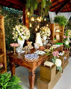 Decoração de casamento rústico: 70 fotos e ideias apaixonantes Rustic Wedding Desserts, Outdoor Wedding Decorations, Wedding Table, Rustic Candy Bar, Boho Decor, Rustic Decor, Candy Bar Wedding, Wedding Dress Cake, Candy Table