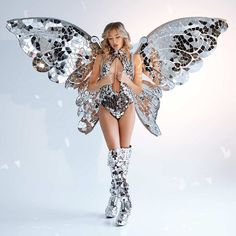 Little Mirror ButterFly Wings by Sparkle Outfit, Halloween Disfraces, Disco Ball, Butterfly Wings, Fancy, Festival Outfits, Night Club, Carnival, Halloween Costumes
