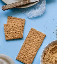 Koolhydraatarme crackers gezond? Wij leggen je in dit artikel alles uit over gewone en koolhydraatarme crackers én we geven je lekkere recepten om je eigen varianten te maken! Benieuwd? Lees snel verder. #crackers #koolhydraatarm