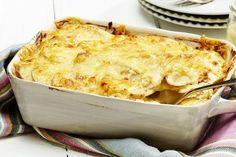 Enkel kyllinggrateng med løk og poteter Norwegian Food, Norwegian Recipes, Macaroni And Cheese, Food And Drink, Turkey, Yummy Food, Yummy Yummy, Chicken, Baking