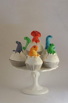 Dino cupcakes - but with plastic toys so the kids can take them home.
