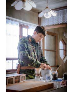 Crash Landing on You (사랑의 불시착) - Drama - Picture Gallery Hyun Bin, Asian Actors, Korean Actors, Ahn Hyo Seop, Big Bang Top, Bok Joo, Korean Drama Movies, Korean Dramas, Gu Family Books