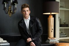 Men's Leather Jackets: How To Choose The One For You. A leather coat is a must for each guy's closet and is likewise an excellent method to express his individual design. Leather jackets never head out of styl 1950s Jacket Mens, Cargo Jacket Mens, Bomber Jacket, Nate And Jeremiah, Khaki Parka, Fall Jackets, Men's Jackets, Good Looking Men, Fashion Styles