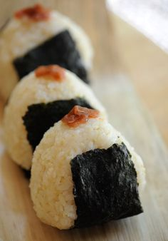 Quick onigiri tip: Show what's inside on the outside   Just Bento