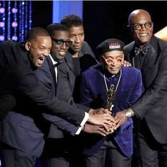 """Spike Lee receiving an """"Honorary Oscar"""" flanked by a few of the Best Black Actors in Hollywood. Will Smith, Wesley Snipes, Denzel Washington and Samuel Jackson. Black Actors, Black Celebrities, Celebs, Denzel Washington, Black History Facts, Black History Month, Will Smith, Vintage Black Glamour, Spike Lee"""