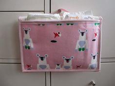 Lankasydän: Vauvalle vaippakassi ja vaipanvaihtoalusta Marimekon Jääkarhu-kankaasta