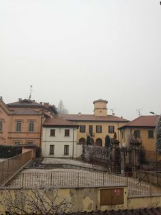 Discover the realtime Weather in Bareggio and share yours