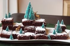Winter wonderland brownies. Such a great idea for a holiday party, little to no work at all.