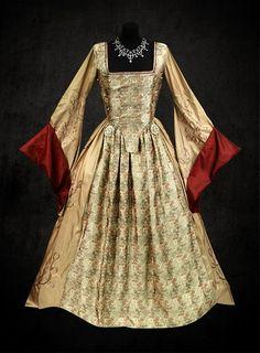 Anne Boleyn golden and red dress