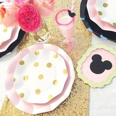 The collection of plates I curated for @sophistiplate is now live on their website! I love how versatile it is perfect for everything from a Tea Party to a Bridal Shower  you can bet I'll be using them at Lilah's Minnie Mouse birthday party next month!