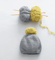 Modèle bonnet citronné bébé love big Pom Pom on top! Also grey and yellow. Finger Knitting, Knitting For Kids, Crochet For Kids, Knitting Projects, Baby Knitting, Knitting Patterns, Wooly Hats, Knitted Hats, Crochet Shoes