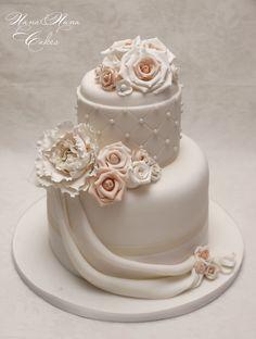 Peach wedding cake  www.nanaenanacakes.com