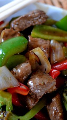 beef dishes Spicy Beef Pepper Stir Fry is a healthy dinner choice full of red and green bell peppers, broccoli, onions and steak in a ginger garlic soy sauce. Stir Fry Dishes, Stir Fry Recipes, Beef Recipes, Cooking Recipes, Healthy Recipes, Pepper Recipes, Pepper Steak Recipe Easy, Recipies, Venison Stir Fry Recipe