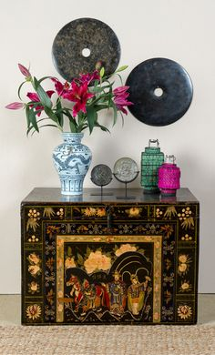 Stunning decorated trunk                                                                                                                                                     More #AsianDecor