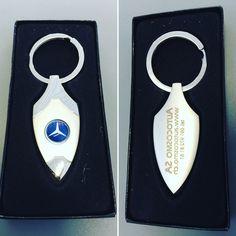 Portachiavi in omaggio sull'acquisto di una Mercedes-Benz.