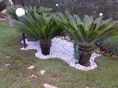 Risultati immagini per pavimentazione esterna con prato - Ciottoli bianchi da giardino ...