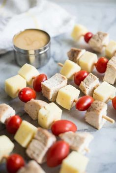 These chicken skewers with honey mustard dipping sauce are an easy, healthy option for kids lunches that can be prepped in advance! Healthy Living Recipes, Healthy Meals For Kids, Clean Eating Recipes, Kids Meals, Healthy Lunches, Easy Delicious Recipes, Easy Healthy Recipes, Yummy Food, Paleo Recipes