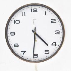Deze industriële Metamec klok uit 1971 staat in elk huis. Super simpel maar toch heel chique