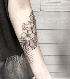 100 Arm Tattoo Ideas for Men and Women - The Body is a Canvas tattoos designs tattoos polynesian tattoos turtle tattoos chest Flower Tattoo Arm, Flower Tattoo Shoulder, Flower Tattoo Designs, Tattoo Flowers, Flower Tattoo Sleeves, Floral Arm Tattoo, Flower Tattoo Women, Butterfly With Flowers Tattoo, Realistic Flower Tattoo