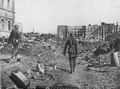 German soldiers walk in the ruins of the Stalingrad necropolis, Oct 1942.