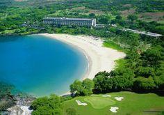 The 11th Green, spectacular Kauna'oa Bay & Mauna Kea Beach Hotel. The best in golf, beaches and hospitality.