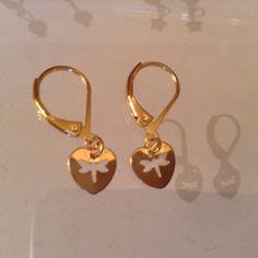 Pendientes de oro delicados con corazón libélula de Mistrapitos en Etsy