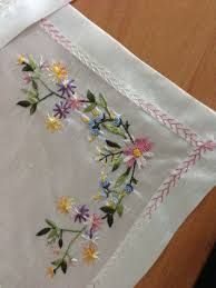 Embroidery Brazilian Embroidery - I really like the fading pink feather stitch on this border. Embroidery Designs, Embroidery Supplies, Hand Embroidery Patterns, Embroidery Kits, Ribbon Embroidery, Fabric Patterns, Machine Embroidery, Embroidery Needles, Embroidery Jewelry