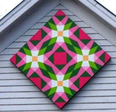 I've mentioned my recent interest in barn quilts, and when I came across this one several weeks ago…well, I immediately knew I had to turn the painted quilt square into reality! It&#821… Barn Quilt Designs, Barn Quilt Patterns, Quilting Designs, Applique Designs, Painted Barn Quilts, Barn Signs, American Quilt, American Barn, Barn Wood Crafts