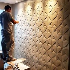 Going up the stairs. This displays modularity because its an architecture that continues to use the same material and shape to create its design Wall Texture Patterns, Wall Patterns, Tv Wall Design, Ceiling Design, Interior Walls, Home Interior, Interior Design, 3d Wandplatten, Panneau Mural 3d