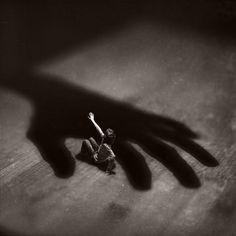 el sorprendente talento fotográfico de Fiddle Oak, de apenas 14 años, Entre la miniatura y la melancolía | Culturamas, la revista de información cultural