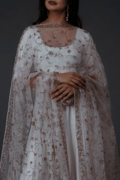 Simple Pakistani Dresses, Pakistani Fashion Casual, Indian Fashion Dresses, Pakistani Dress Design, Indian Designer Outfits, Pakistani Outfits, Desi Wedding Dresses, Indian Wedding Outfits, Indian Outfits
