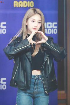 Seoyeon #fromis_9 #kpop South Korean Girls, Korean Girl Groups, Lee Seo Yeon, Pre Debut, Leather Jacket, Kpop, Jackets, Outfits, Beauty