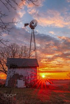 Windmill Sunrise by Joe Ladendorf - Photo 200683425 / Farm Windmill, Skier, Old Windmills, Country Barns, Country Life, Country Landscaping, Country Scenes, Beautiful Sunrise, Water Tower