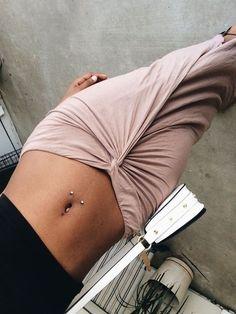 ideas for piercing septum belly button – Tattoos & Piercings. ideas for piercing septum belly button – Tattoos & Piercings. Septum Piercings, Piercing Surface, Piercing Microdermal, Piercings Corps, Cute Piercings, Unique Body Piercings, Double Navel Piercing, Chest Piercing, Navel Piercing