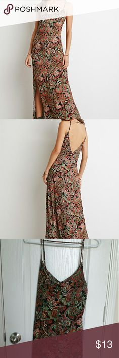 Forever 21 Women's Green Paisley Print Maxi NWOT Forever 21 Women's Green Paisley Print Maxi Dress Medium. This dress never worn. Offers are welcomed! Forever 21 Dresses Maxi