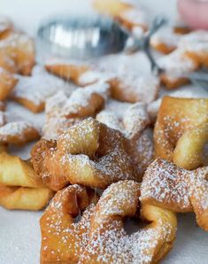 A delicious fry pastry. Fall Recipes, Sweet Recipes, Chilean Recipes, Chilean Food, Latin Food, 30 Minute Meals, Italian Cookies, Food Festival, Perfect Food