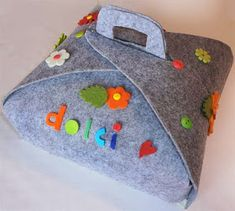 Crea--Make one to fit over your favorite casserole dish Big Shot, Diy Crafts For Gifts, Arts And Crafts, Sewing Caddy, Craft Markets, Christmas Sewing, Sewing Studio, Felt Fabric, Simple Gifts