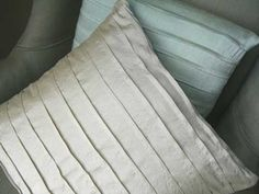 Free Sewing Tutorial: Pintuck Pillows