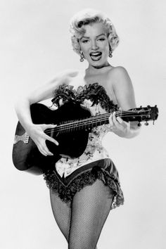 Marilyn Monroe: Iconic image of the Hollywood actress / sex symbol …. Marilyn Monroe Movies, Marilyn Monroe Fotos, Katharine Ross, Guitar Girl, Look Vintage, Vintage Beauty, Norma Jeane, Vintage Hollywood, Classic Hollywood