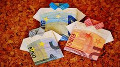 """UNITED STATES (VOP TODAY NEWS) - The European Union should stop defending """"its disastrous economic policy"""" and listen to the claims of Italy to prevent it from giving up the euro, said the Italian economist Ilaria Folding Money, Money Origami, Budgeting Finances, Cool Wallpaper, Christmas Stockings, Wedding Gifts, Things To Come, Europe, Holiday Decor"""