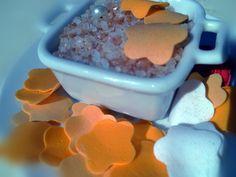 sal de baño de color rosa  Flores que van a desaparecer de Regalosuerte en Etsy