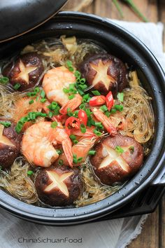 Mung Bean Noodles Braised with Shrimps – China Sichuan Food Asian Noodle Recipes, Bean Recipes, Seafood Recipes, Cooking Recipes, Healthy Recipes, Claypot Recipes, China Food, Mung Bean, Pasta
