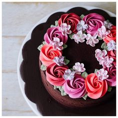 Beautiful rose buttercream cake. (Easy Cake Decorating)