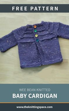 Wee Bean Knitted Baby Cardigan Create this warm and cozy knitted baby cardigan in time for the coming fall season. This easy knitting project is ideal . Baby Cardigan Knitting Pattern Free, Baby Sweater Patterns, Knitted Baby Cardigan, Knit Baby Booties, Baby Hats Knitting, Free Knitting, Easy Baby Knitting Patterns, Baby Pullover Muster, Handgemachtes Baby