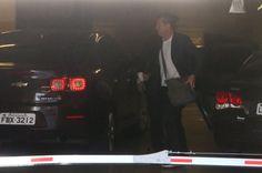 """Dunga chega ao RS e recebe apoio após saída da Seleção: """"Sério demais""""  #globoesporte"""