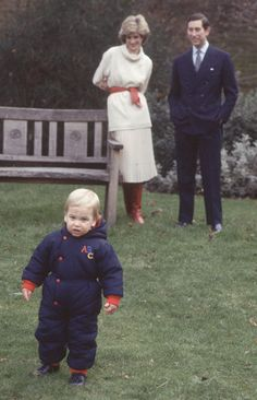 William takes his first steps in public in the gardens of Kensington Palace (1983). | 15 Sweet Photos Of William And Harry When They Were Little