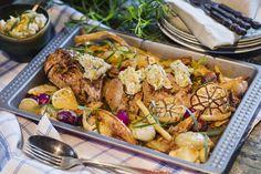 Fläskfilé med ugns-rostad steklök och dragon. Servera med en variant av bearnasise på vita bönor!